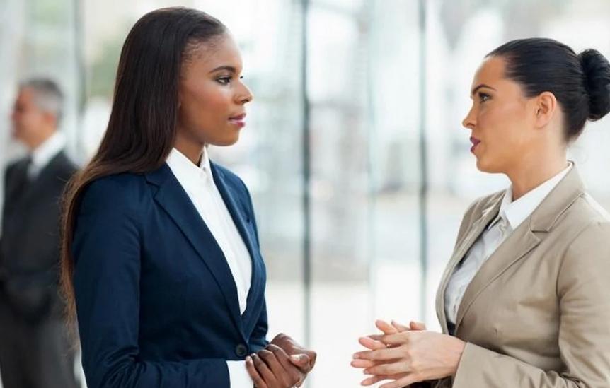 Advogadas conversando