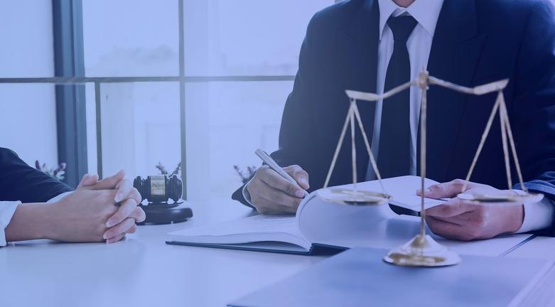 Advogados trabalhando