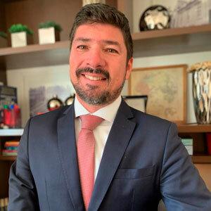 Dr. Leonardo Cedaro