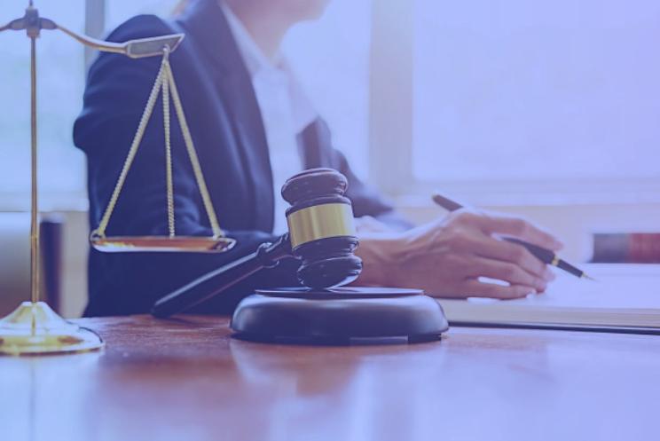 Advogada estudando o CTN