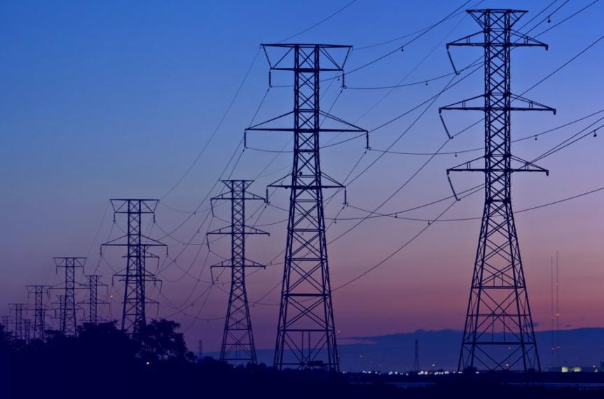 torres de energia elétrica localizadas em servidões
